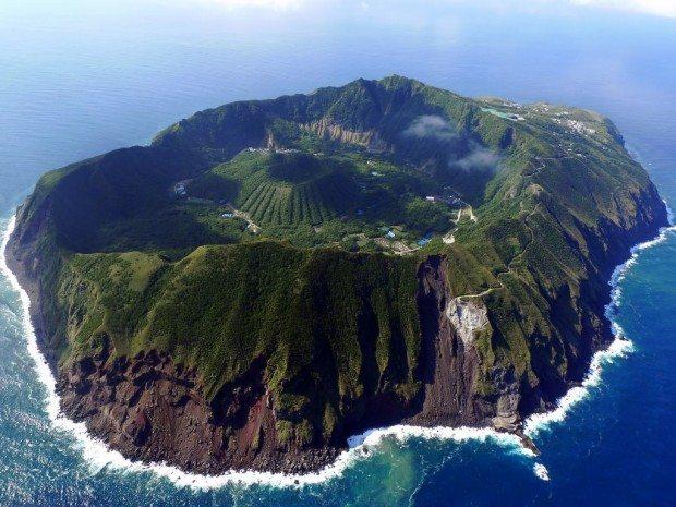 beautiful-place-aogashima-volcano-japan-1