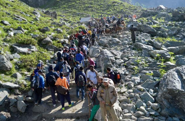 hindu-pilgrims-travels-to-mumbai