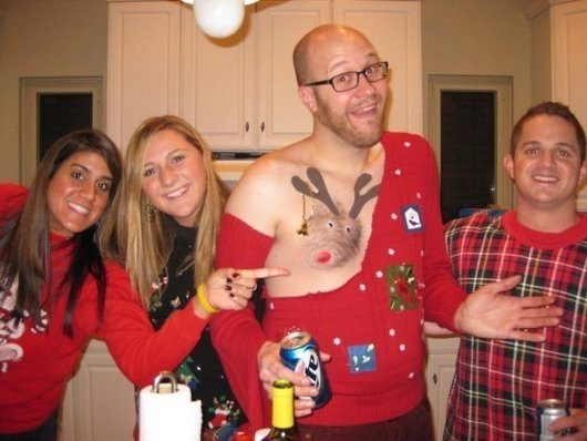 hilarious-awful-win-ugly-christmas-sweaters-funny-photos1