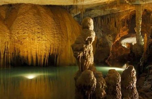most-beautiful-caves-in-the-world-01