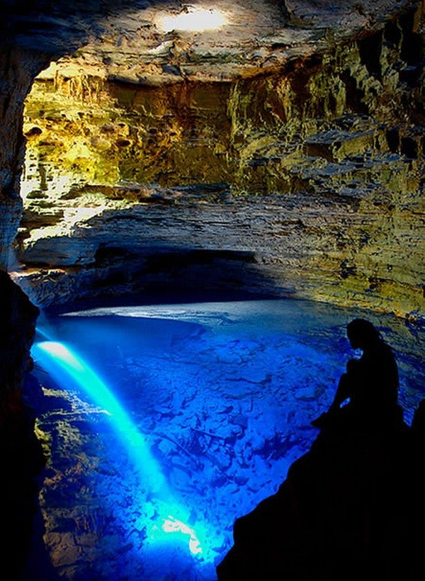 most-beautiful-caves-in-the-world-04