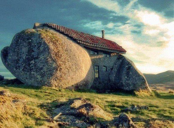 top-10-worlds-strangest-buildings-02