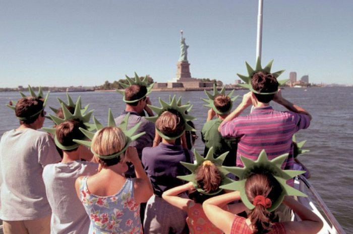 10-hilarious-tourist-photo-fails