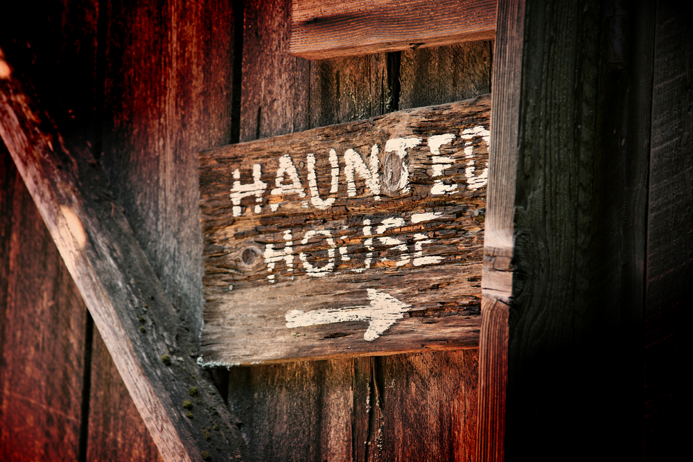 Haunted house sign.